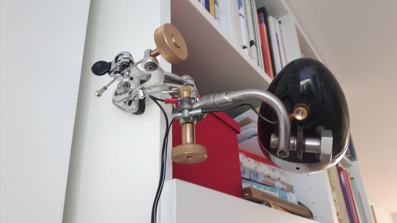 Turntable / Bookshelf lamp uit oude fietsonderdelen.