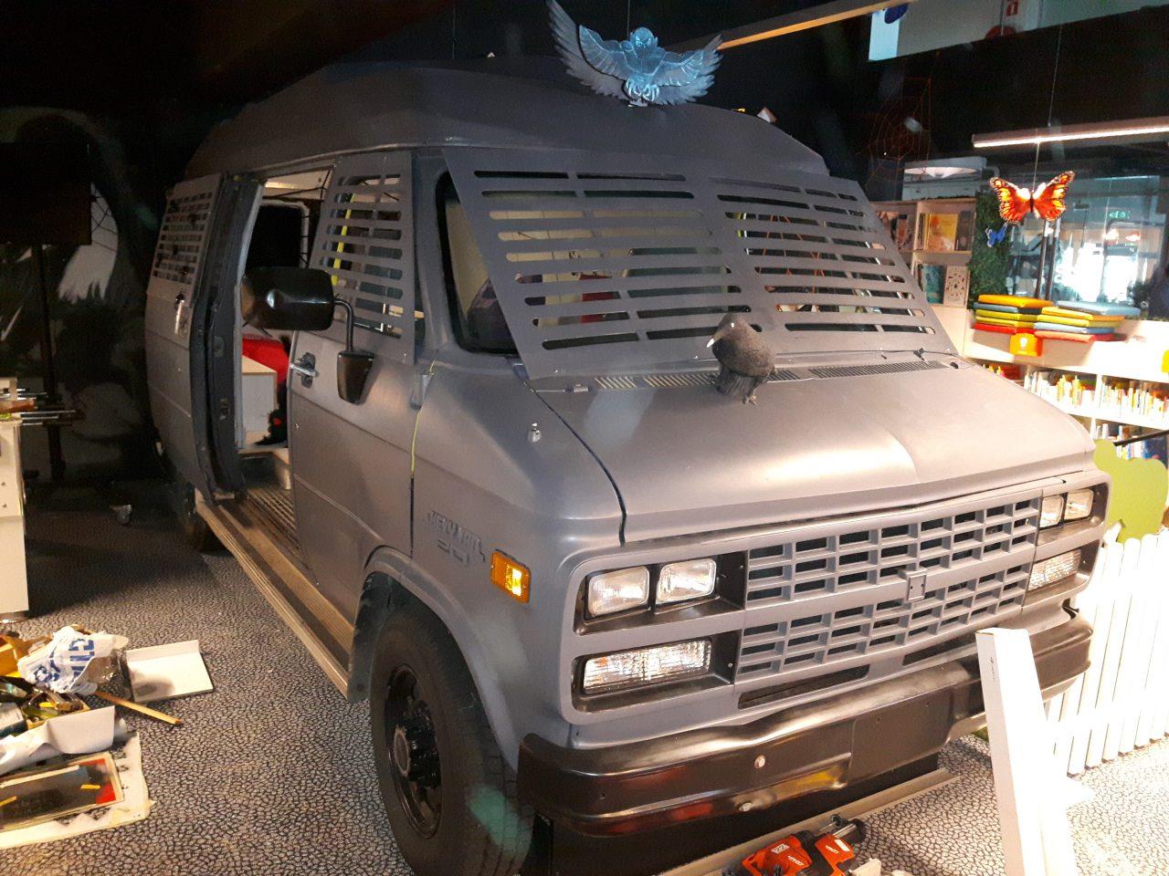 De Griezelbus. Een omgebouwde Chevrolet G20 bus voor de ZB|Bibliotheek Vlissingen. Kinderen kunnen nu heerlijk spelen in de bus. Als ze dat durven.